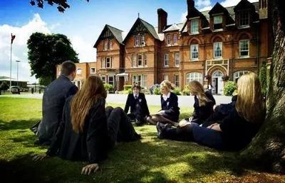 为什么每年有大量的学生选择去英国留学?那是因为英国在这些方面独具特色