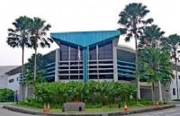 为了鼓励学生终生学习,新加坡建筑管理学院特设奖学金