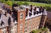 你犹豫的同时,英国莫尔文圣詹姆斯中学已被挤破门!!
