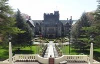 醉!这大学有花园和城堡,被评为加国颜值最高的大学之一!
