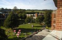 去英国萨塞克斯大学商学院留学怎么样,相信看完你会觉得很值得!