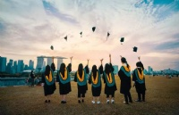 澳洲励志学霸奶奶!70岁开始上学,75岁从法学专业毕业!