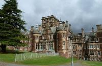 英国爱丁堡龙比亚大学申请介绍,别再踩雷啦!