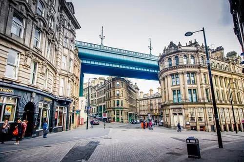 英国留学最热门12所城市费用大比拼,不选贵的,只选对的!