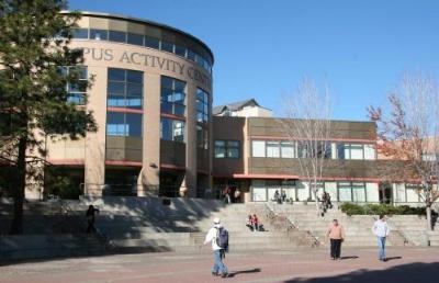 学生硬性竞争条件不足,发掘学生的软性条件,成功拿到汤姆逊河大学OFFER
