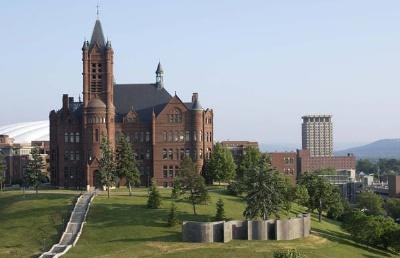 在双非院校,语言完全不达标情况下,顾问全力以赴帮助学生成功拿到雪城大学OFFER