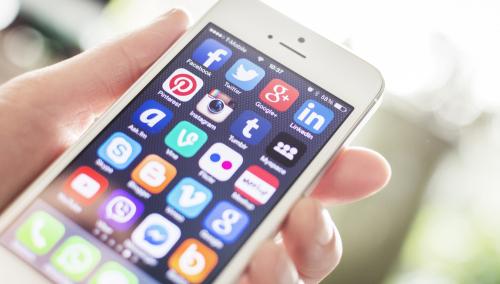 美国签证重大改革:要求申请者提供社交媒体账号!QQ微博全上榜