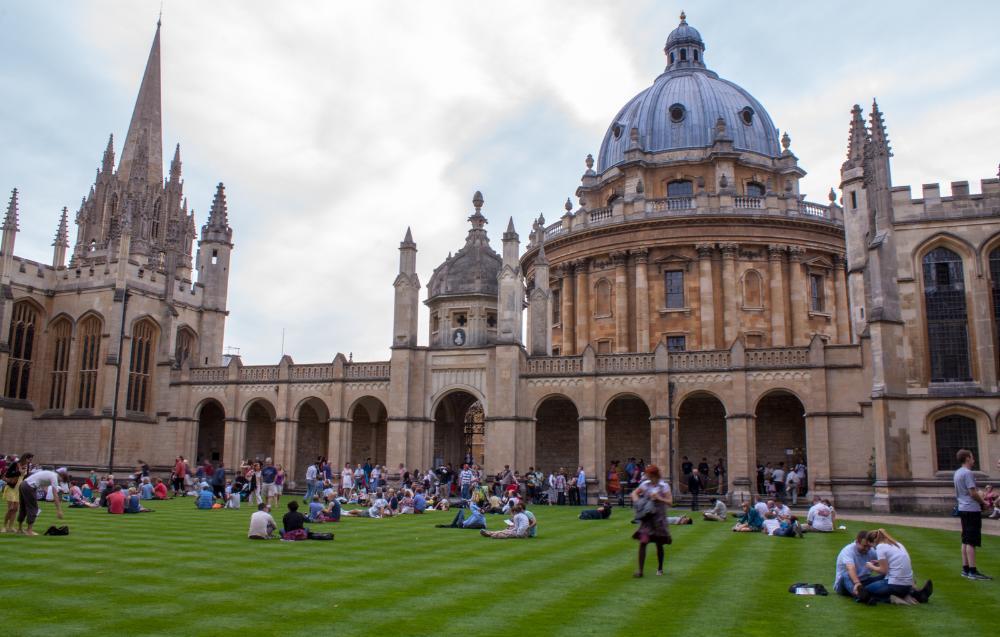 英国大学毕业生就?#30340;?#21147;排名,最高年薪60万!