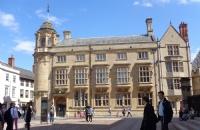 英国留学丨语言学的专业要怎么选择?