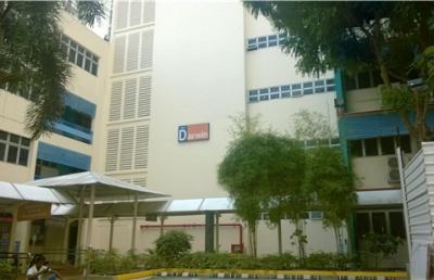 新加坡管理发展学院每年在中国大陆录取多少研究生?
