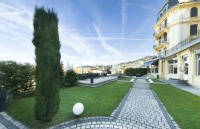 瑞士蒙特勒酒店工商管理大学的课程结合了哪些教育方式?