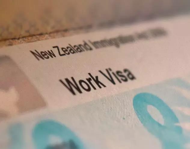 新西兰工签大地震!雇主要认证,银蕨签证永久取消,薪资门槛越来越高……