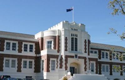 新西兰塔卡普纳中学教学质量高,鼓励学生追求卓越坚韧不拔