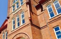 传说新罗马式和哥德复兴式建筑的皇后大学长什么样?