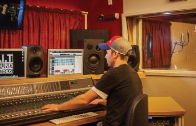南方理工学院录音合成音乐课程详解及就业前景介绍