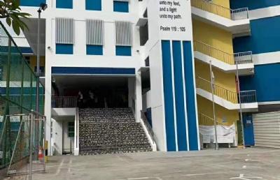 新加坡三育中小学,除公立学校外,学生的另一选择
