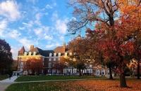 伊利诺伊大学厄巴纳香槟分校生活费加学费一年大概多少钱?