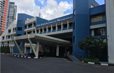 新加坡东亚管理学院生活费加学费一年大概多少钱?