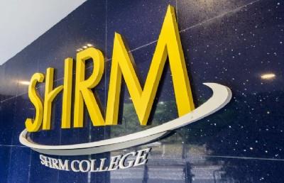 新加坡SHRM莎瑞管理学院生活费加学费一年大概多少钱?
