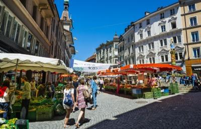 瑞士出国留学陪读