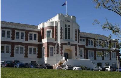 新西兰奥克兰市七所高级中学之一  塔卡普纳文法学校
