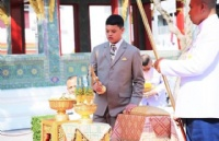 泰国小王子赴德国留学,临行前会见92岁僧王
