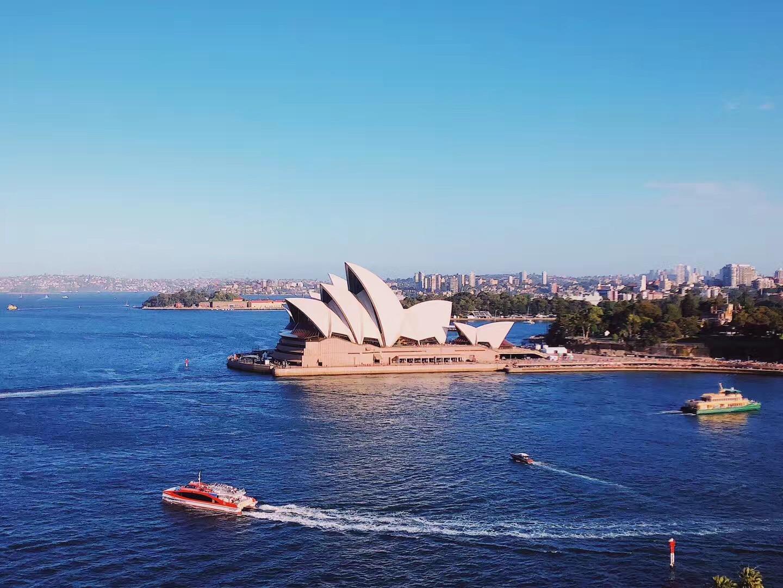 在悉尼留学,一个月2000刀生活很难吗?