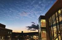 佛蒙特大学生活费加学费一年大概多少钱?