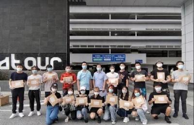 中国驻马来西亚使馆为留马学子发放健康包