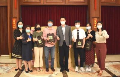 中国驻泰大使馆通知:在泰中国留学生请领取健康包!