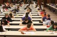 终于不用高考了!疫情后的欧洲各国高中毕业生要开始狂欢了嘛…