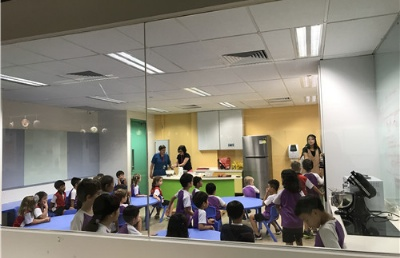 """在厨房里学习?新加坡小学还有这等""""神操作""""!"""