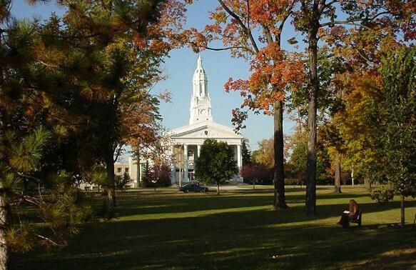 依偎在秀丽千岛湖畔的圣劳伦斯学院,让你拥有更精彩的大学时光!