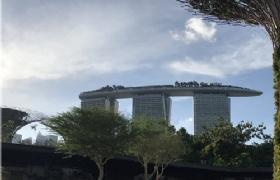 """12日,中国驻新加坡使馆举办中新 """"快捷通道""""签证首发仪式"""
