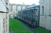 爱丁堡大学本科每年收多少中国人?