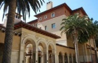 以美容为商务的大学院――好莱坞大学院大学
