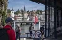 瑞士各州准备强制在学校佩戴口罩