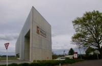 F同学及时醒悟,转读新西兰预科,顺利升入怀卡托大学