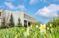 众多专业全美前十,作为美国历史最悠久的公立大学之一,这所大学的学术制度有何不同?