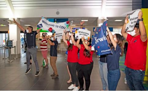 查尔斯达尔文大学热烈欢迎国际学生包机抵达达尔文!