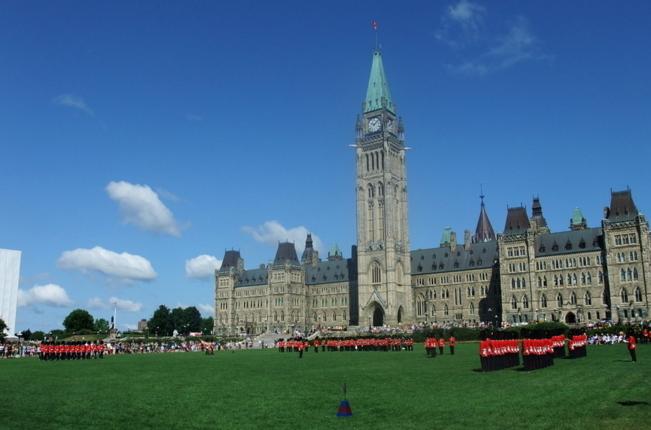 """灵魂拷问:""""为什么送孩子去加拿大留学,他们却只和中国人玩?"""""""