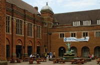英国申请原则为先到先得,顺利拿到5所大学的offer