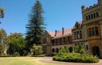 在西澳大学法学院我可以学哪些专业?