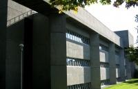 维多利亚大学研究生学费一年大概多少?