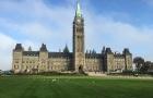 在加拿大一定要上私校吗?