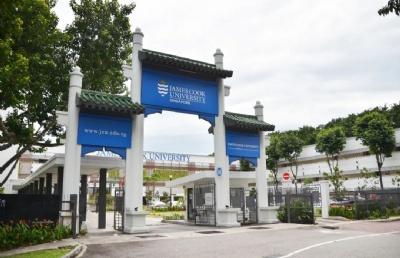 """中国驻新加坡使馆在詹姆斯库克大学新加坡校区举办""""领保进校园""""活动"""