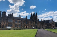 去南昆士兰大学留学要多少费用,家境一般可以去吗?