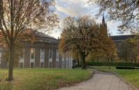 威尔士新港学院留学硕士一年学费加生活费多少?