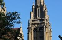 英国高地与岛屿大学留学本科一年学费加生活费多少?