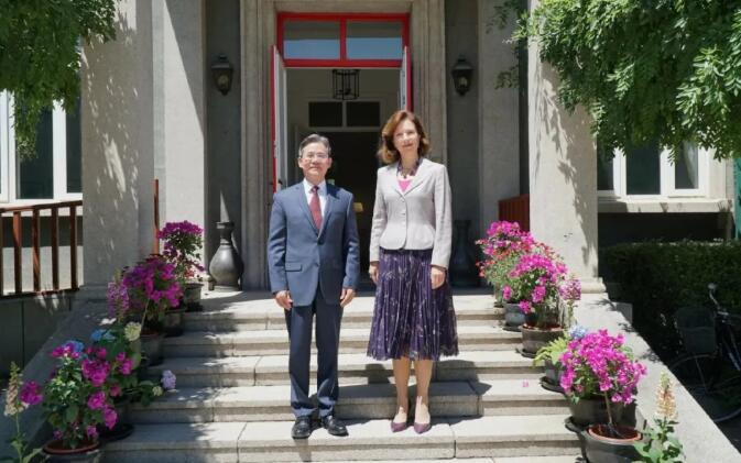 留学利好消息!中国正式列入欧盟白名单,中国新任驻英大使到任